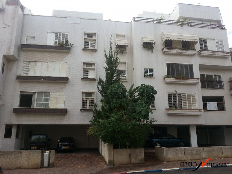 duplex apartment with excellent and fun roof balcony