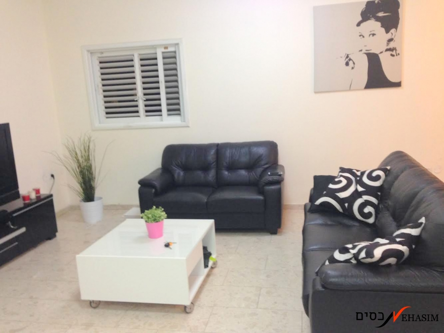 A large, comfortable and renovated apt.