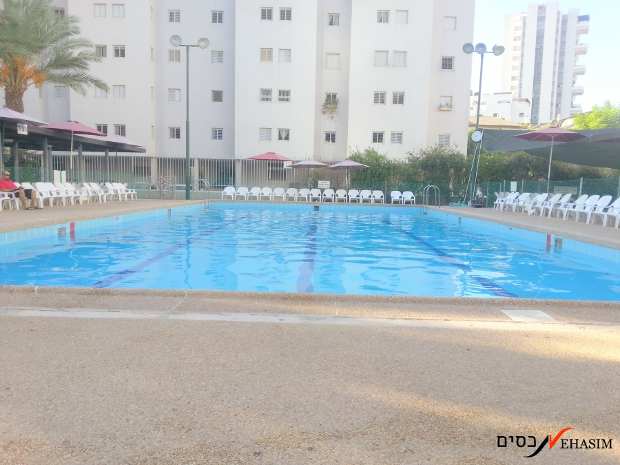 An exclusive compound in Ramat-Gan, near diamond district