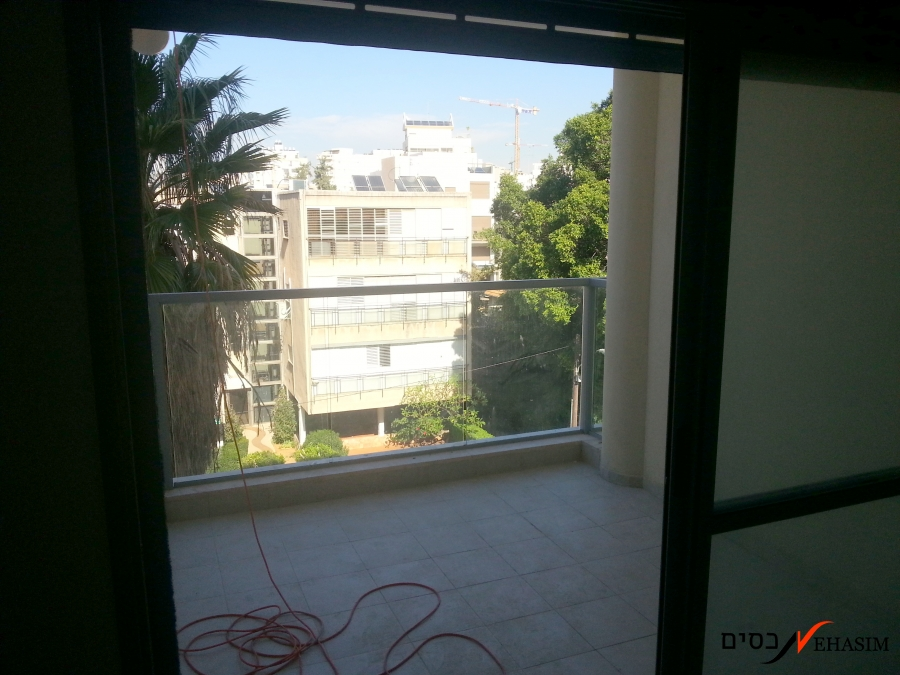 4 BR with security room, balcony & parking
