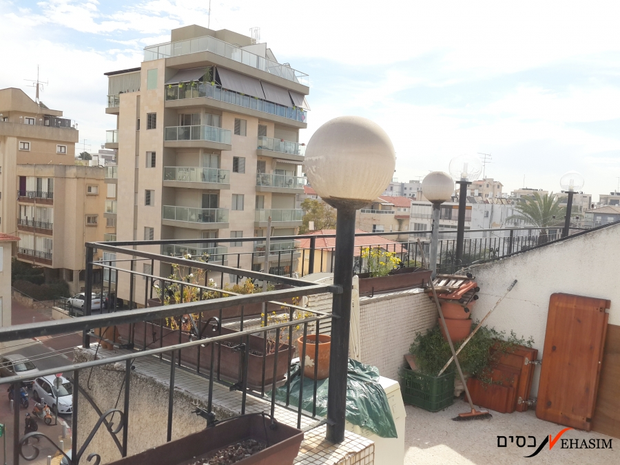 3 Bedrooms+Large balcony+Parking