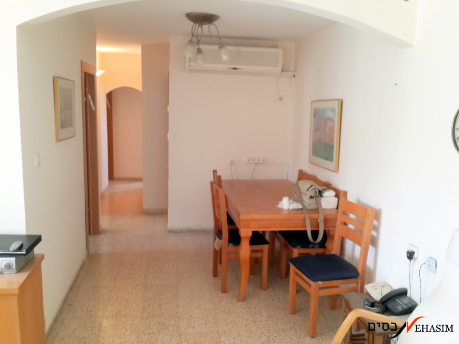 apartment for sale in Givatayim, 3.5 bedrooms,100 Sq.m+ Balcony.