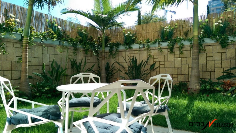 A garden apartment for sale, 4 bedrooms, near the sea. Azorey-Hen Tel-Aviv