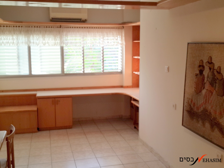 3.5 bedrooms apartment for sale. Tel-Ganim, Givatayim