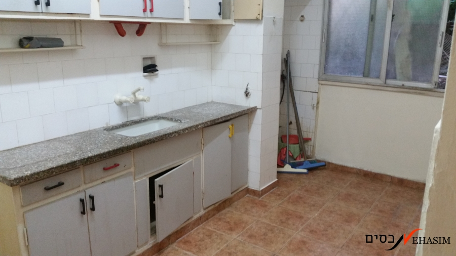 Ground floor apartment for sale in Givatayim -  to be renovated.