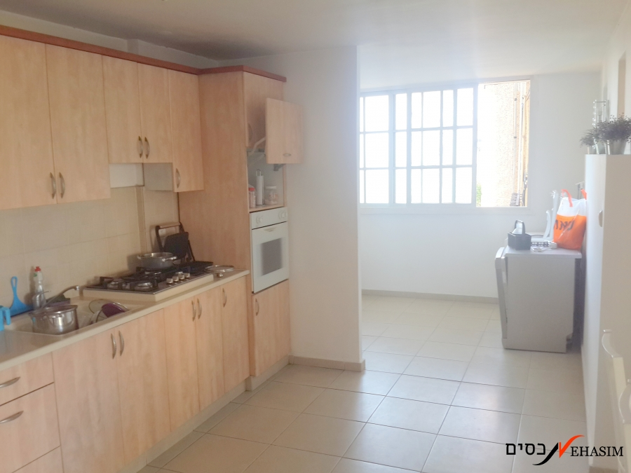 4 bedrooms apartment for sale close to the Givatayim mall