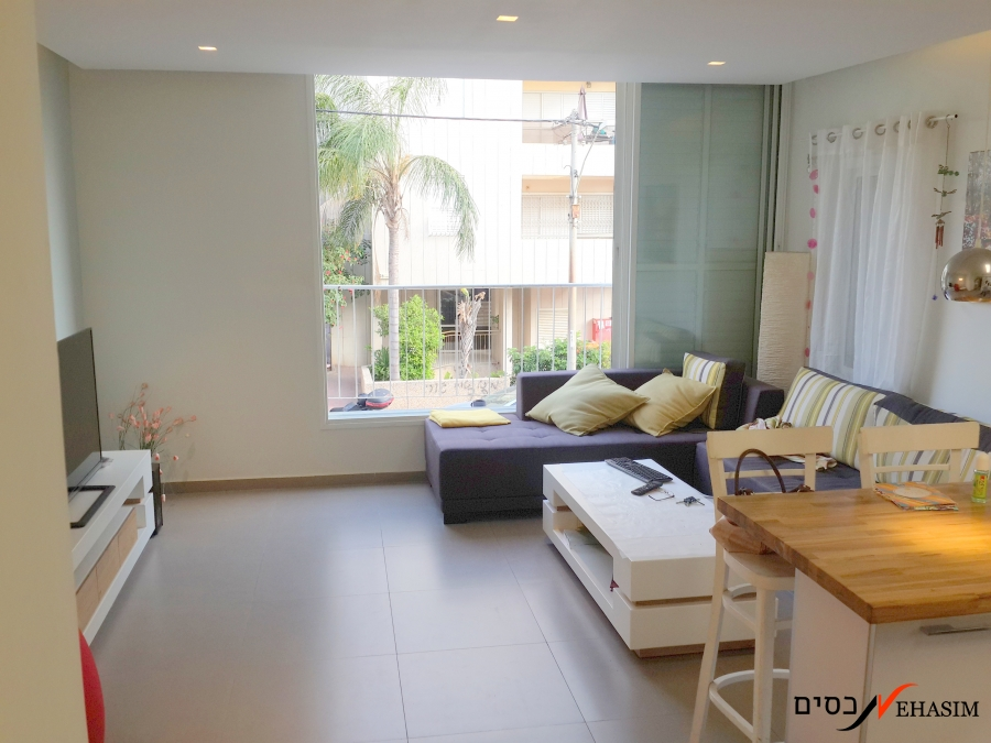 Renovated 2.5 Bedrooms apartment for sale