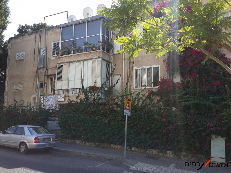 Petit apartment for sale in the center of Shenkin Givatayim
