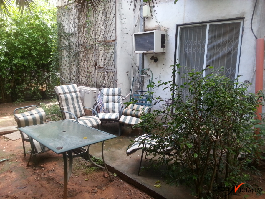 Investment - Ground petite apt' to become new 2 br