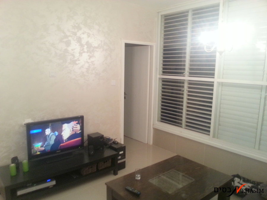 renovated 2 rooms + 3 half rooms + parking
