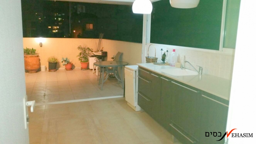 Renovated Duplex in the heart of Ramat-Gan