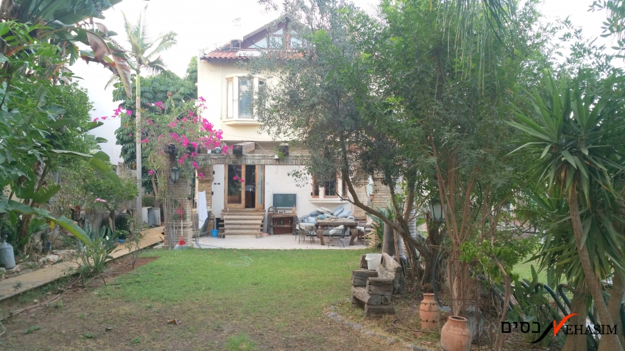 A townhouse in Ramat-Chen area
