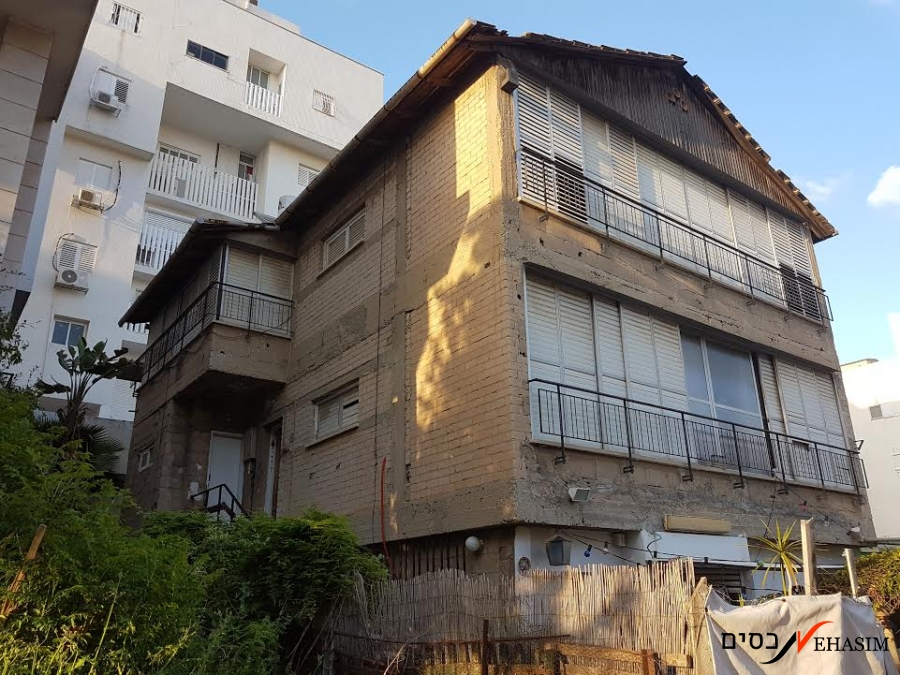A Privet house, with lots of potential in Givatayim heart