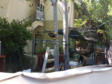 Garden apartment in Bitzaron central location huge garden